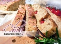 Chia Focaccia Brot mit Tomaten, Rosmarin & Meersalz